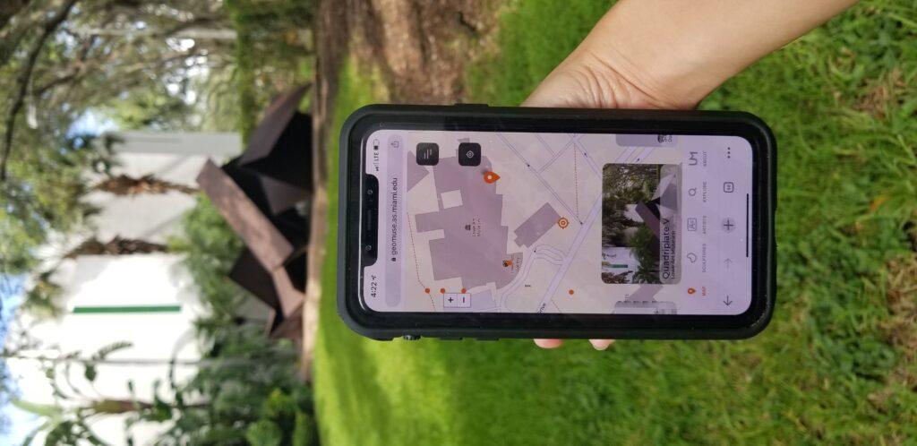 GeoMuseUM web app in front of Quadriplate V
